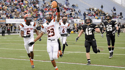 Clairton's Tyler Boyd runs for a touchdown.