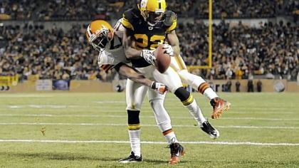 Steelers&#039; William Gay intercepts a pass in the end zone intended for Browns&#039; Mohamed Massaquoi in the fourth quarter.