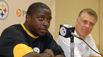 Steelers running back Rashard Mendenhall and Art Rooney II at the 2008 training camp.
