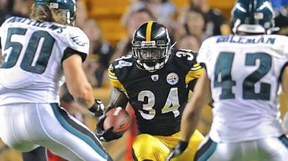 Rashard Mendenhall eyes two Eagles defenders.