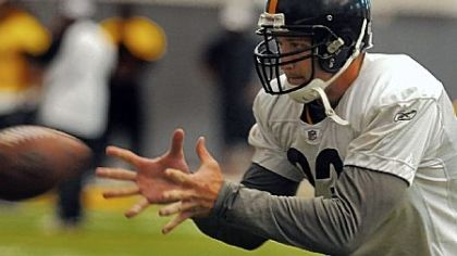 Heath Miller catches a pass in drills at Steelers practice Thursday morning on the South Side.