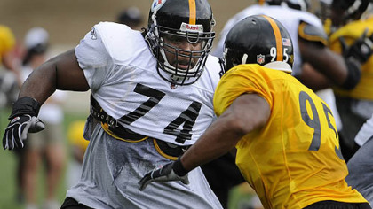 The Steelers re-signed offensive lineman Willie Colon, left, to a five-year contract worth $29 million.