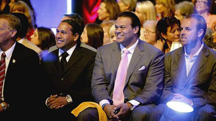 Troy Polamalu, left, has a front row seat.