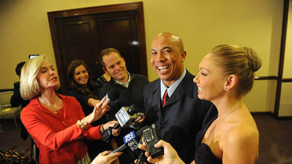 Hines Ward and Kym Johnson meet with Pittsburgh media.