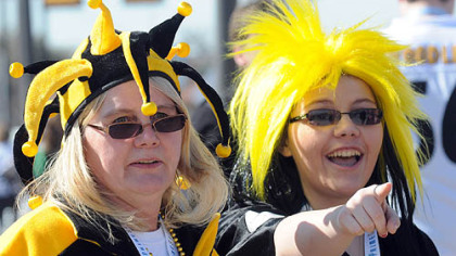 Kathy Nicklow, left, and her daughter, Cherie, before the game.