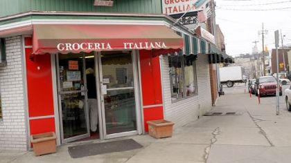 The exterior of Groceria Italiana in Bloomfield.