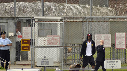 In 2009, former Steelers and New York Giants receiver Plaxico Burress was preparing for a 20-month stay in the Oneida Correctional Facility in Rome, N.Y., as part of a two-year sentence on a weapons charge. Burress will leave prison today.