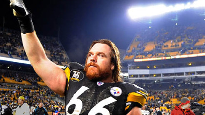 Steelers Alan Faneca waves to his family after a Jan. 5, 2008, game that was his last as a Pittsburgh Steeler.