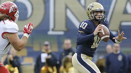Pitt quarterback Trey Anderson looks to pass against Utah in the second quarter at Heinz Field this afternoon.