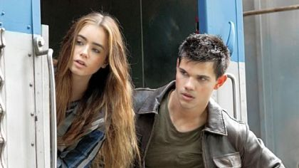 "Lily Collins and Taylor Lautner in ""Abduction."""