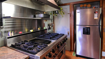 The kitchen has a professional Viking stove with six burners and a center griddle.