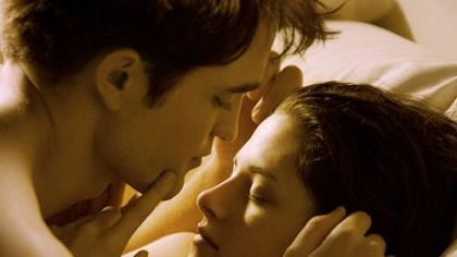 Robert Pattinson  Kristen Stewart  on As Newlyweds Edward And Bella  Robert Pattinson And Kristen Stewart