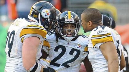 William Gay celebrates with Brett Keisel and Chris Carter after intercepting a pass against the Bengals in the fourth quarter Sunday in Cincinnati.