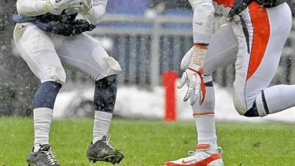 Penn State receiver Devon Smith, left, makes a catch as Illinois' Justin Staples closes in.