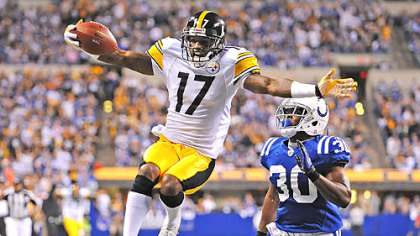 Mike Wallace hauls in an 81-yard touchdown pass from Ben Roethlisberger in the first quarter against the Colts Sunday in Indianapolis.