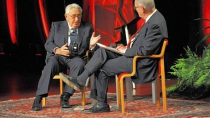 Henry A. Kissinger speaks with Dick Thornburgh, former Pennsylvania governor and U.S. attorney general.