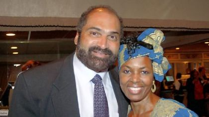 Steelers great Franco Harris and Niecy Dennis attend a fundraiser last week for Ms. Dennis' organization, Workforce Development Global Alliance, which works to stop youth violence in Kenya and Pittsburgh.